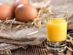 Как приготовить яичный ликер (видео)