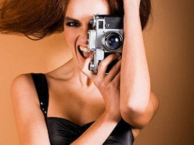 Как позировать, чтобы на летних фотографиях выглядеть идеально